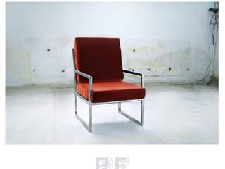Stalowy fotel z welurowym siedziskiem od ReNowe Art Rustykalny