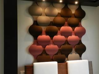 Elegancki motyw z Fluffo Flow 2.0: styl , w kategorii Salon zaprojektowany przez FLUFFO fabryka miękkich ścian