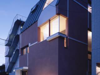 外観夕景: 北川裕記建築設計が手掛けた家です。