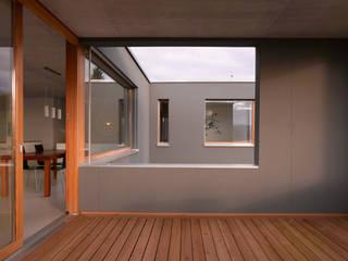 Wohnhaus Müller, Bellmund:  Terrasse von Harttig Architekten