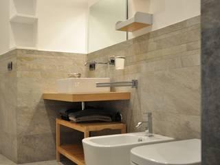 Modern bathroom by ar architetto roma Modern