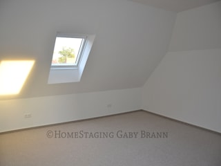 Schlafzimmer vorher:   von HomeStaging Gaby Brann