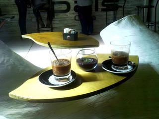Concrete Life Table/lamp di Dimondo Interior Design and Furniture Mediterraneo