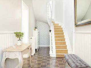 MELANGE DE STYLES : ANCIEN ET CONTEMPORAIN Couloir, entrée, escaliers minimalistes par CL Intérieurs Minimaliste