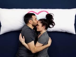 One Pillow - poduszka dla dwojga od Mr&Mrs Sleep Minimalistyczny