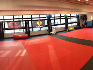 Triquest MMA and Fitness Academy. Modern gym by Oui3 International Limited Modern