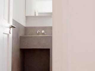 London Christchurch: Bagno in stile in stile Moderno di FGArchitetti