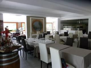 Sala principale: Gastronomia in stile  di i2dprogettazione