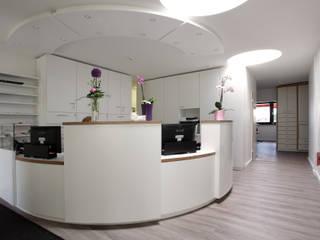 Müller Tischlerei GmbH&Co KG Oficinas y bibliotecas de estilo moderno