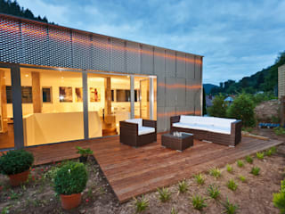 Reflecting Cube - Wohnhaus in Weinheim, Bergstrasse Moderner Garten von Helwig Haus und Raum Planungs GmbH Modern
