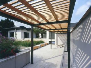Pergola Modern Garden by tredup Design.Interiors Modern