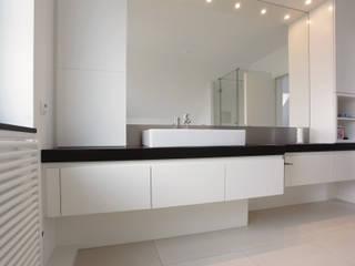 Bad - Sanierung: moderne Badezimmer von Müller Tischlerei GmbH&Co KG