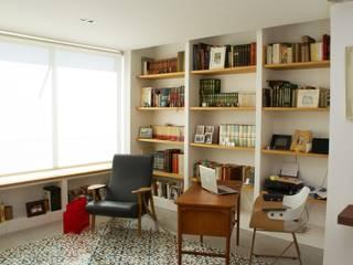 Ruang Keluarga Gaya Eklektik Oleh SANDRA DE VENA, ARQUITECTURA Y CONSTRUCCION Eklektik