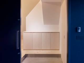 Koridor dan lorong oleh ハイランドデザイン一級建築士事務所, Minimalis