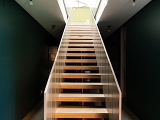 Hampton Residence Pasillos, vestíbulos y escaleras de estilo moderno de Labo Design Studio Moderno