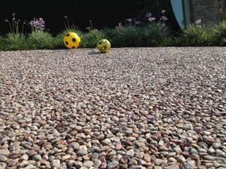 Pavimentazione drenante in ghiaia resinata: Giardino in stile in stile Moderno di Rizzi Giardini - Garden & Exterior Design
