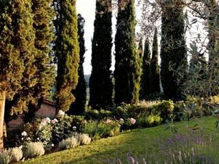 Giardino in Toscana: Giardino in stile  di Niccolò Grassi