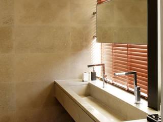 BAÑO: Baños de estilo moderno de Otto Medem Arquitectura S.L