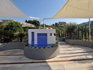 Balcones y terrazas de estilo mediterráneo de +grün GmbH Mediterráneo