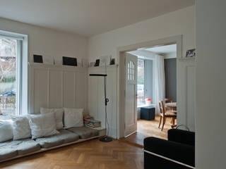 Umbau Wohnhaus Bern:  Wohnzimmer von Halle 58 Architekten
