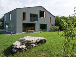 Zwei Wohnkulturen unter einem Dach:  Häuser von Halle 58 Architekten
