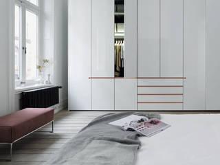 Schlafraum Schrank-Konzepte: moderne Wohnzimmer von interlübke/Lübke GmbH & Co. KG