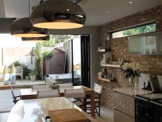 MR & MRS DELANEY'S KITCHEN Diane Berry Kitchens Moderne Küchen