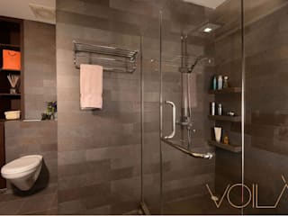 Tagore Avenue:  Bathroom by VOILÀ Pte Ltd