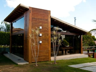NATALIE TRAMONTINI ARQUITETURA E INTERIORES Country style house