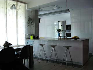 Modern kitchen by GPA Gestión de Proyectos Arquitectónicos ]gpa[® Modern