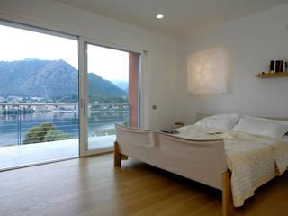 Villa sul Lago d'Orta Case moderne di Fabrizio Bianchetti Architetto Moderno