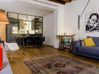 ห้องนั่งเล่น by NOMADE ARCHITETTURA E INTERIOR DESIGN