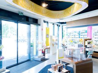 Rosenwind  Pharmacy by UniversalProjekt:   von UniversalProjekt Laden- und Innenausbau GmbH