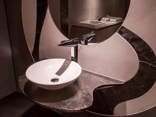 FLY by PIETRO GAETA: Bagno in stile in stile Moderno di Gattoni Rubinetteria SPA