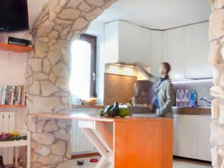 Abitazione ai piedi del Baldo Case in stile minimalista di Studio Miliani Minimalista