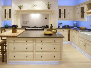 Встроенные кухни в . Автор – Grange México, Модерн Твердая древесина Многоцветный