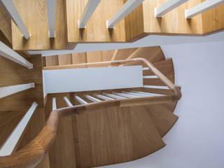 Staircase:  in stile  di V+V interni