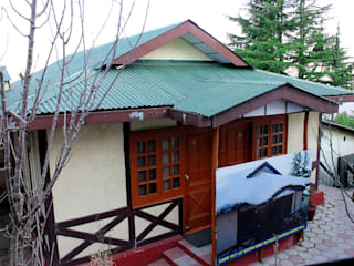 Asian style hotels by Snow King Retreat Asian