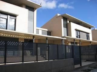 Fachada Principal: Casas de estilo moderno de ARQUIGESTIÓN ARAGÓN S.L.P.