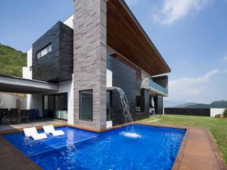 Área de jardin/alberca: Casas de estilo  por URBN