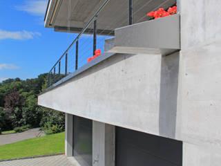 Anbau einer Einliegerwohnung Moderner Balkon, Veranda & Terrasse von Schweizer Architekten HTl/STV Modern