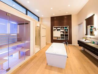 Cascade House - Single Family House in Bürstadt, Germany Helwig Haus und Raum Planungs GmbH Modern spa