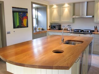 The Affric Lodge Kitchen Country style kitchen by NAKED Kitchens Country