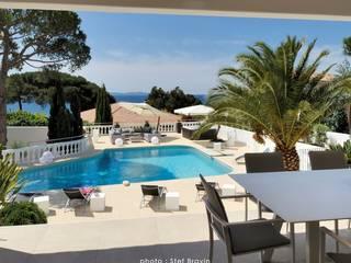 Aménagement et décoration d'une villa vue sur mer à Ajaccio:  de style  par TENDANCE DECO