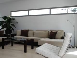 VIVIENDA UNIFAMILIAR EN MARBELLA Casas de estilo moderno de REQUE-GALLEGO Arquitectos Moderno