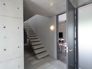 笑顔とsky-line インダストリアルな 玄関&廊下&階段 の 風景のある家.LLC インダストリアル コンクリート