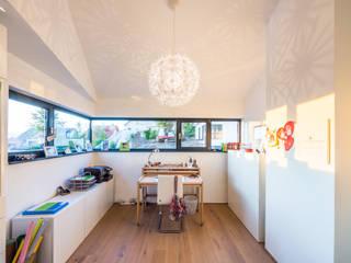 Aufgefächert - Einfamilienwohnhaus in Weinheim Helwig Haus und Raum Planungs GmbH Moderne Arbeitszimmer