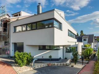 Aufgefächert - Einfamilienwohnhaus in Weinheim Helwig Haus und Raum Planungs GmbH Moderne Häuser