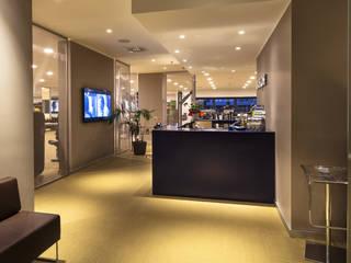 Espaces commerciaux modernes par Architetto Anna Palucci Moderne