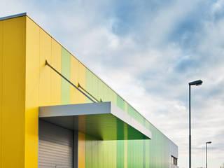 Rainbow Ribbon - Stahlhalle mit Bürotrakt in Heddesheim Helwig Haus und Raum Planungs GmbH Moderne Bürogebäude